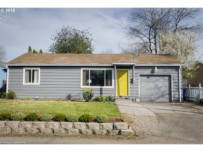 Portland Single Family Home For Sale: 2700 SE 129th Ave
