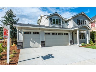 Milwaukie Single Family Home For Sale: 5257 SE Inglis Ct