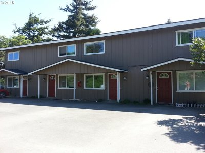 Coos Bay Multi Family Home For Sale: 919 Salmon