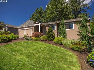 Lake Oswego Single Family Home For Sale: 17036 Crestview Dr