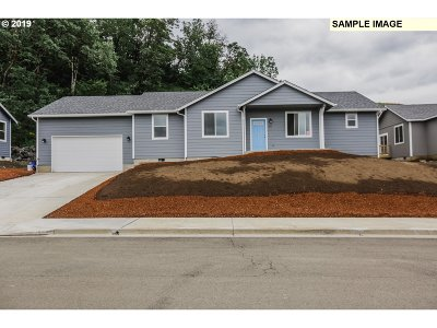 Sutherlin Single Family Home For Sale: 720 South Side Rd