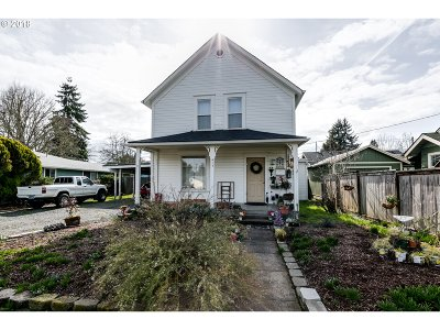 Springfield Single Family Home For Sale: 415 F St