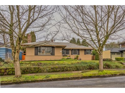 Portland Single Family Home For Sale: 4145 SE Evergreen St
