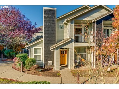 West Linn Condo/Townhouse For Sale: 3280 Summerlinn Dr