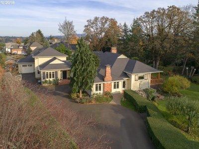 Milwaukie Single Family Home For Sale: 10100 SE Cambridge Ln