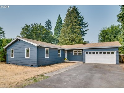 Clackamas Single Family Home For Sale: 8605 SE Roots Rd