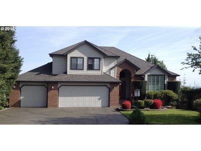 Single Family Home For Sale: 15435 NE Siskiyou St