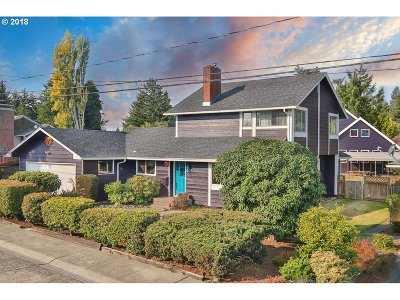 North Bend Single Family Home For Sale: 450 Simpson