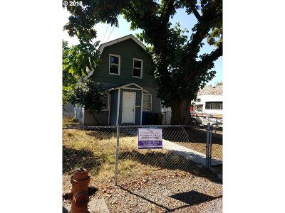 Portland Single Family Home For Sale: 8138 SE Ogden St