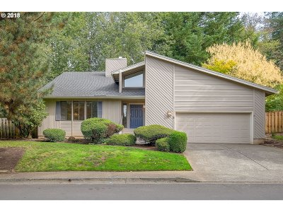 Lake Oswego Single Family Home For Sale: 8 Hillshire Dr