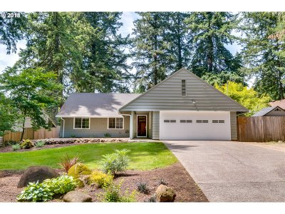 Lake Oswego Single Family Home For Sale: 19071 Longfellow Ave