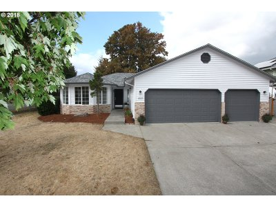 Troutdale Single Family Home For Sale: 499 SW Chapman Ave