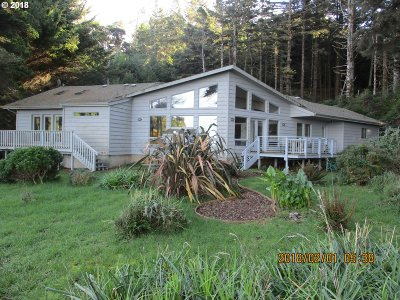 Port Orford Single Family Home For Sale: 696 King St