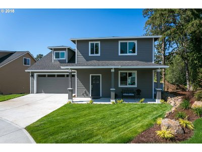 Milwaukie, Gladstone Single Family Home For Sale: 1030 Donna Lynn Way