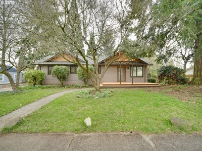 Portland Single Family Home For Sale: 6506 SE 44th Ave