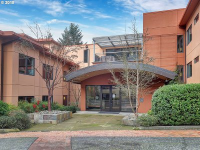 Portland Condo/Townhouse For Sale: 790 NW Westover Sq