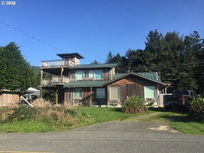 Gold Beach Single Family Home For Sale: 94657 Grange Rd