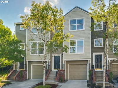 Multnomah County Condo/Townhouse For Sale: 2686 NW Kennedy Ct #122