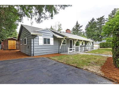 Portland Single Family Home For Sale: 3806 SE 105th Ave
