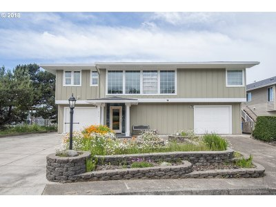 Lincoln City Single Family Home For Sale: 6225 NE Mast Ave
