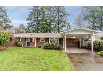 Portland Single Family Home For Sale: 9720 SW Inglewood Pl