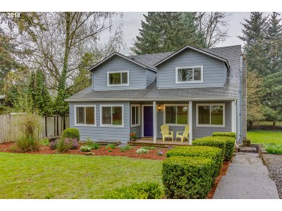 Milwaukie Single Family Home For Sale: 18107 SE Addie St