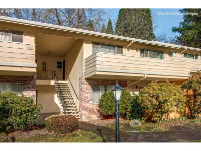 Condo/Townhouse For Sale: 2529 SW Beaverton Hillsdale Hwy