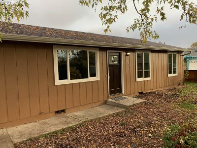 Roseburg OR Single Family Home For Sale: $199,900