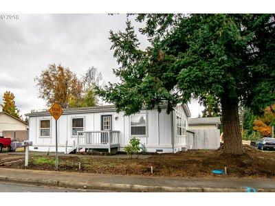 Springfield Single Family Home For Sale: 1686 Rainbow Dr