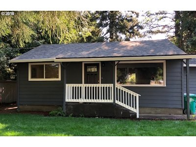 Portland Single Family Home For Sale: 3830 SE 91st Ave
