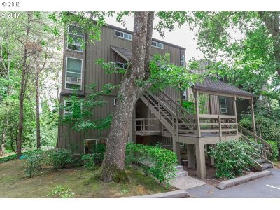 Lake Oswego Condo/Townhouse For Sale: 100 Kerr Pkwy #51