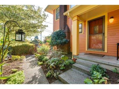 Portland Single Family Home For Sale: 2723 NE Schuyler St