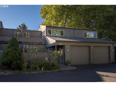 Beaverton Condo/Townhouse For Sale: 1597 NW Eastbrook Ct