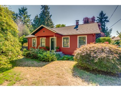 Milwaukie Single Family Home For Sale: 3554 SE Wake St