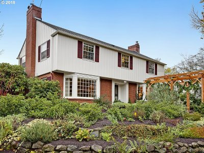 Clackamas County, Multnomah County, Washington County Single Family Home For Sale: 3526 SE Henry St