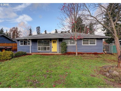 Portland Single Family Home For Sale: 18849 NE Pacific St