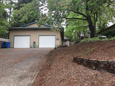 Milwaukie, Gladstone Multi Family Home For Sale: 1587 SE Oak Grove Blvd