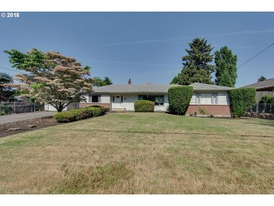 Milwaukie Single Family Home For Sale: 14180 SE Johnson Rd