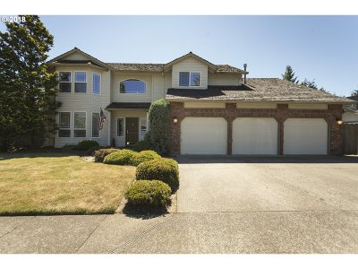 Milwaukie Single Family Home For Sale: 16244 SE Katie Ct