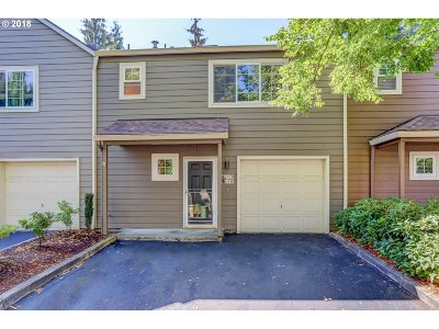 Tualatin Condo/Townhouse For Sale: 7129 SW Sagert St
