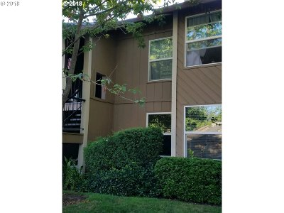 Tualatin Condo/Townhouse For Sale: 8516 SW Mohawk St #8516