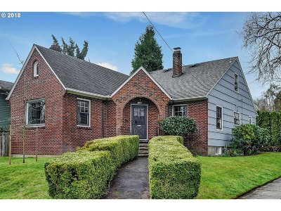 Portland Single Family Home For Sale: 7605 SE 22nd Ave