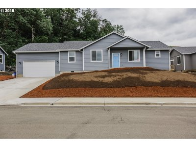 Sutherlin Single Family Home For Sale: 680 South Side Rd