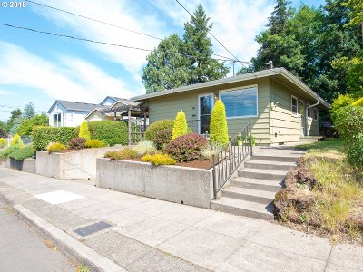Portland Single Family Home For Sale: 5025 SE Bush St