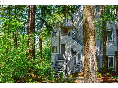Lake Oswego Condo/Townhouse For Sale: 48 Eagle Crest Dr #1C