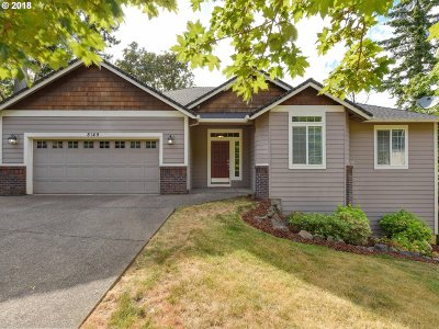 Portland Single Family Home For Sale: 8145 SE 138th Dr