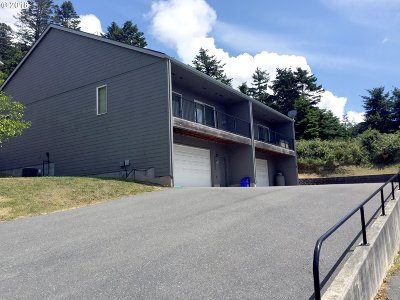 Gold Beach Single Family Home For Sale: 94250 8th St