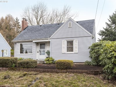 Portland Single Family Home For Sale: 4728 SE 34th Ave