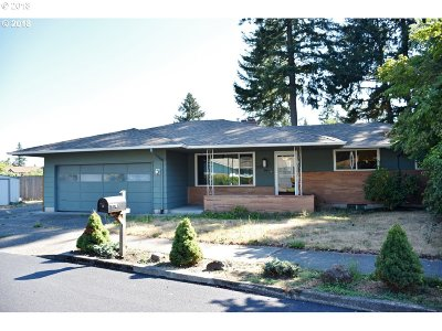 Portland Single Family Home For Sale: 303 NE 170th Ave