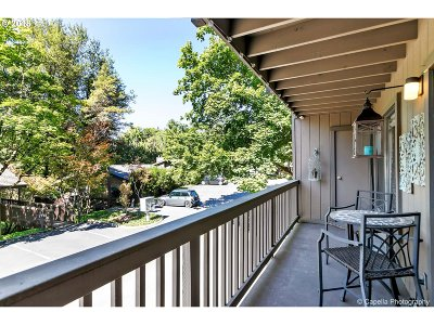 Portland Condo/Townhouse For Sale: 7720 SW Barnes Rd #G
